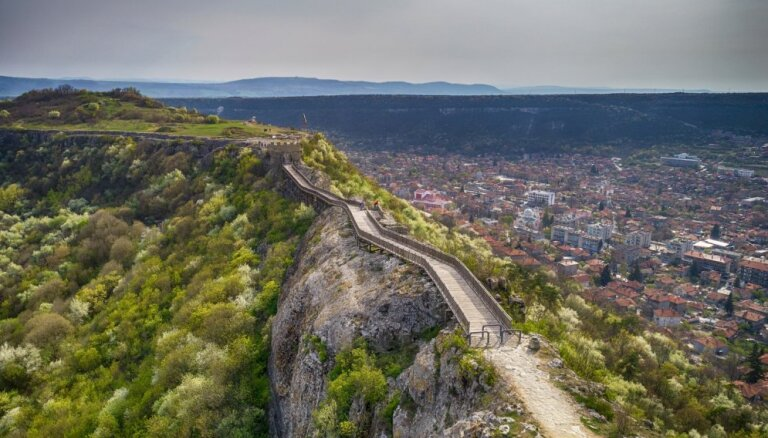 Varens mūris Bulgārijā, no kura paveras skaists skats
