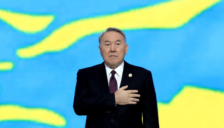 Nazarbajevs atkāpjas no Kazahstānas prezidenta krēsla
