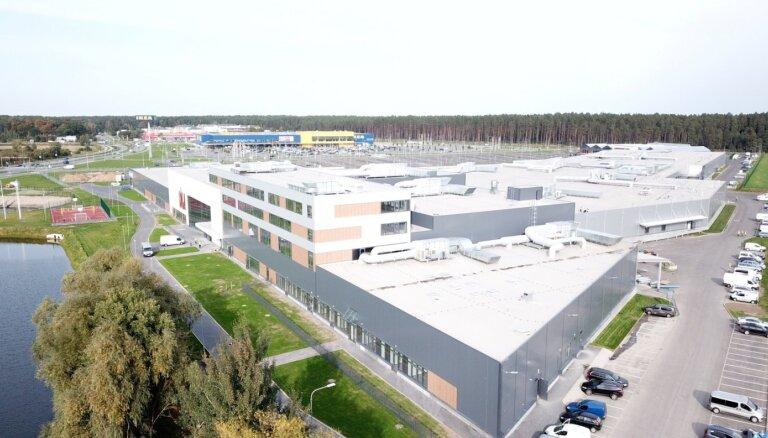 Jaunais 'Sāga' tirdzniecības centrs teritorijas apzaļumošanā iegulda 150 000 eiro un iestāda ap 600 koku un krūmu
