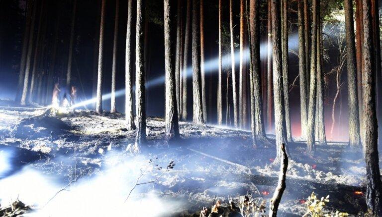 Ķemeru parka ugunsgrēka dzēšanā patlaban helikopteru palīdzība nav nepieciešama