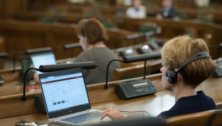 Saeima dod pilnvaras par Covid-19 ierobežojumu pārkāpšanu anulēt uzturēšanās atļaujas