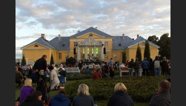 Bruknas muižā izskanēs labdarības lielkoncerts 'Uzcel savu baznīcu!'