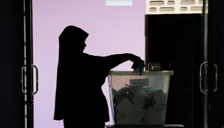 Taizemes vēlēšanās visvairāk balsu huntas partijai, liecina provizoriskie rezultāti