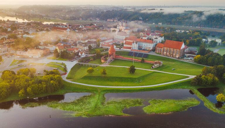 Lietuva visā krāšņumā: labākie kempingu maršruti dažādām gaumēm