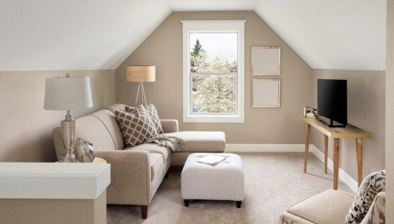 Istaba ar slīpajiem griestiem – kā gudri izmantot katru centimetru telpā