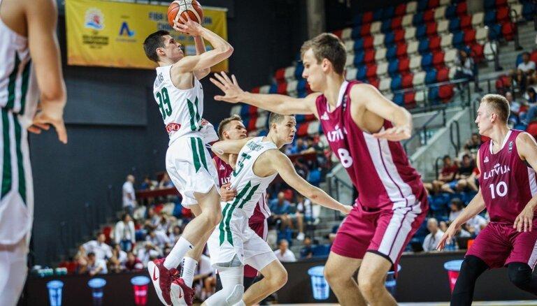Latvijas basketbolisti Eiropas U-20 čempionāta astotdaļfinālā netur līdzi Lietuvai