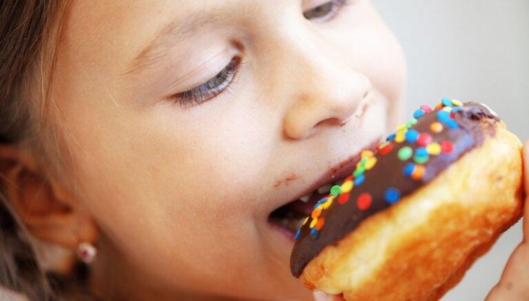 Высокое потребление сахара в детстве — пристрастие к алкоголю в юности