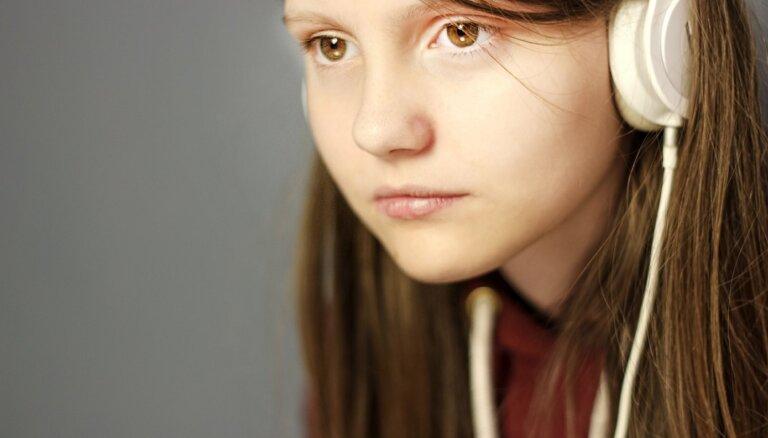 Vecāku vienaldzība, emocionāls bads un 'frontes aizmugures' vajadzība. Pusaudžu vecums