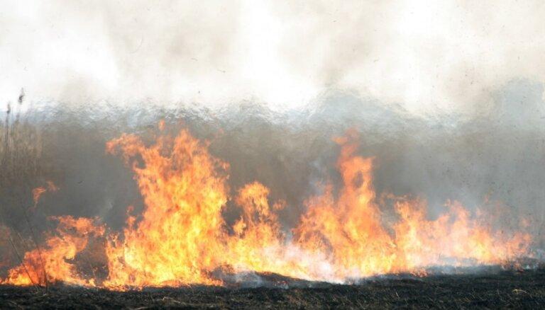 Kūlas ugunsgrēks Bauskas novadā noposta šķūni