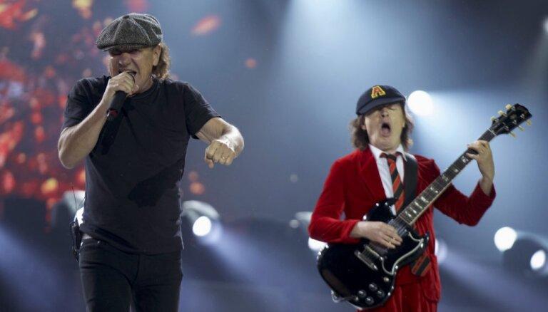 'AC/DC' aptur ASV turneju grupas vokālista dzirdes apdraudējuma dēļ