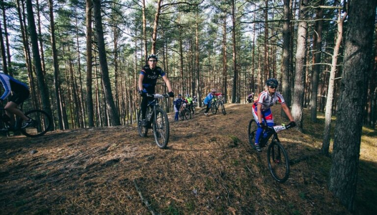Foto: Ar Jūrmalas MTB velomaratonu krāšņi noslēdzas kalnu riteņbraukšanas sezona