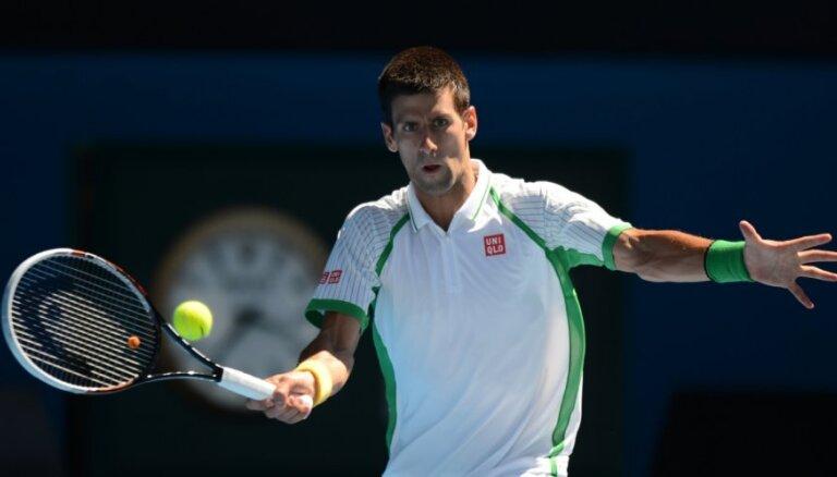 Džokovičs smagā trīs setu cīņā iekļūst 'French Open' otrajā kārtā