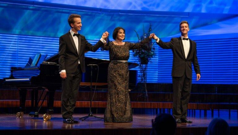 Foto: Liepājā izskanējis Galantes projekta 'Viva Latvija' pirmais koncerts