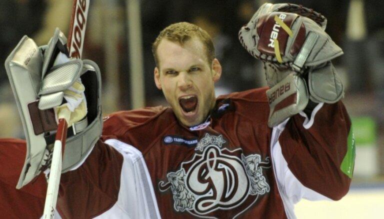 Bijušais Rīgas 'Dinamo' vārtsargs Kriss Holts atvadījies no sporta