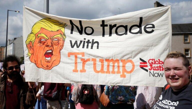 Tūkstošiem cilvēku Edinburgā protestē pret Trampa vizīti