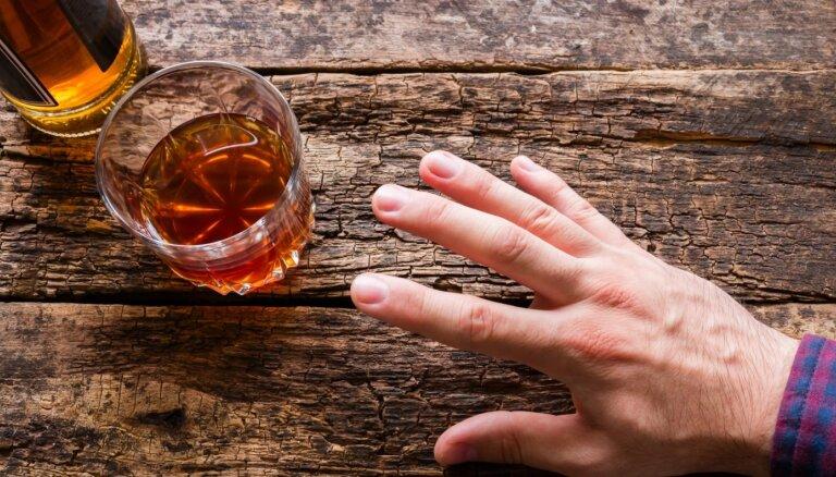 Dzērāju panaceja – kodēšanās. Kas tas īsti ir, un kā tas (ne)darbojas