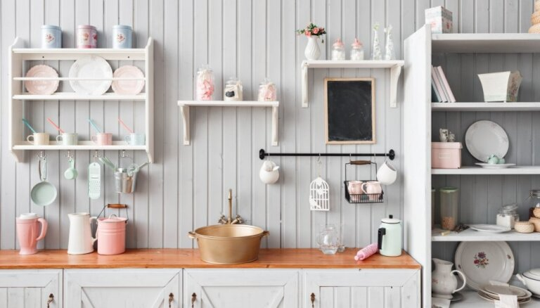 Nespēlēsim paslēpes: astoņi iemesli, kāpēc virtuvē ieviest atvērtā tipa plauktus