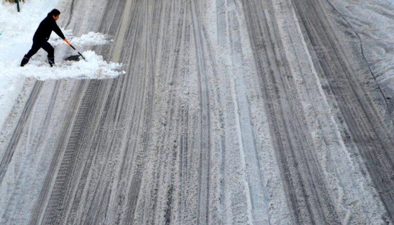 Водителей предупреждают об обледенении дорог
