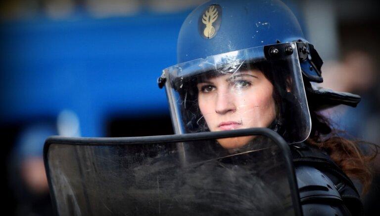Протесты во Франции: демонстрантов в Париже разгоняли слезоточивым газом и водометами