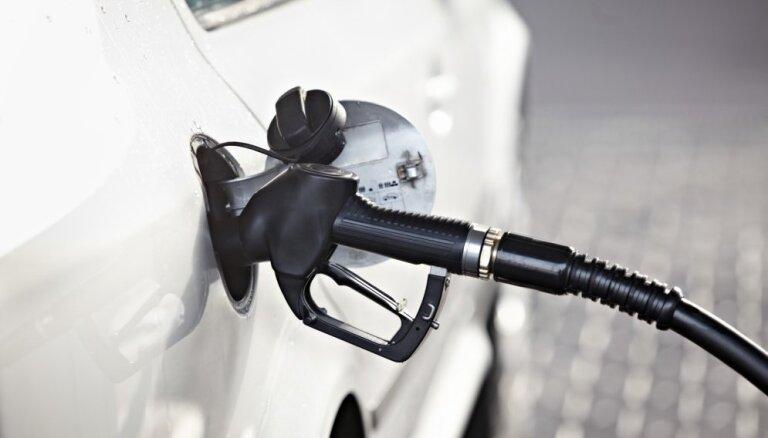 В Вильнюсе и Таллине бензин дешевеет, в Риге дорожает