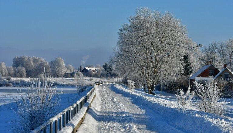 Foto: Sniega un sarmas izrotātā Jēkabpils