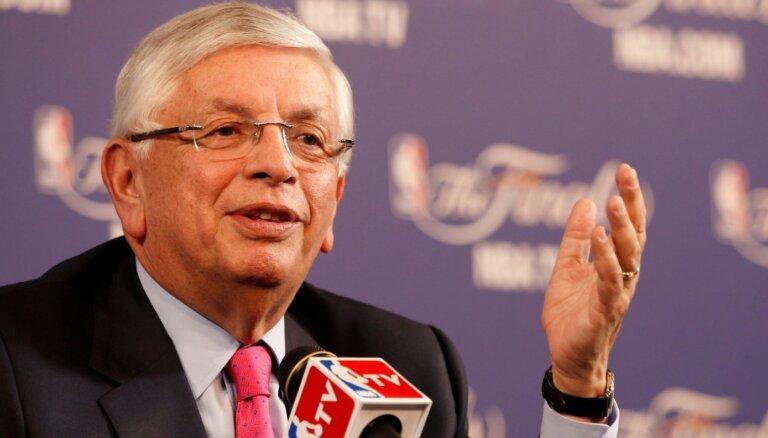 Miris bijušais NBA komisārs Deivids Sterns