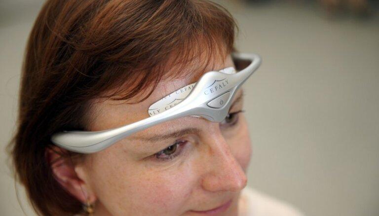 Latvijā pieejams jauns aparāts migrēnas un galvassāpju ārstēšanai
