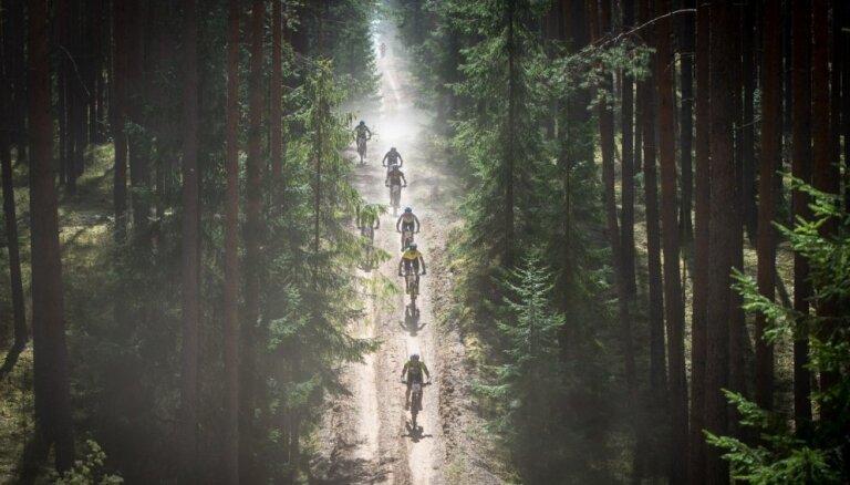 Foto: SEB MTB kalnu riteņbraukšanas seriāls vasarīgā noskaņā turpinās skaistajā Smiltenē