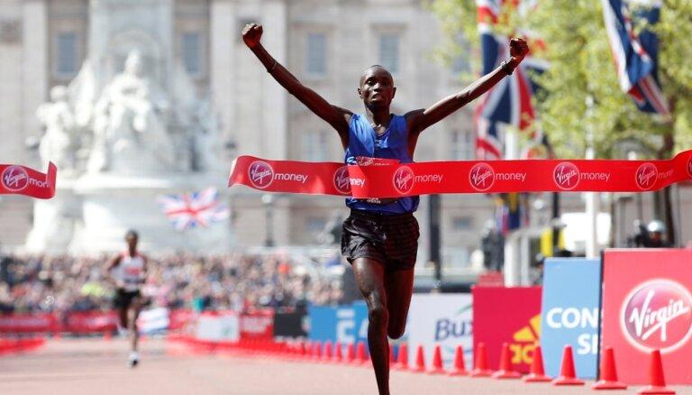 Bijušais Londonas maratona uzvarētājs Vandžiru saņēmis četru gadu diskvalifikāciju
