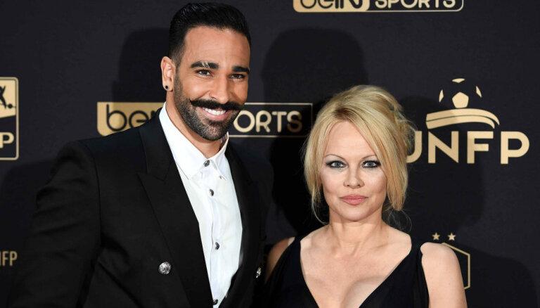 Neuzticība un fiziska vardarbība: Pamela Andersone apsūdz bijušo draugu
