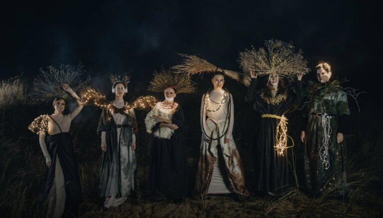 Noskaties! 'Tautumeitas' saulgriežu klipā apvieno senās tradīcijas un mūsdienu tehnoloģijas