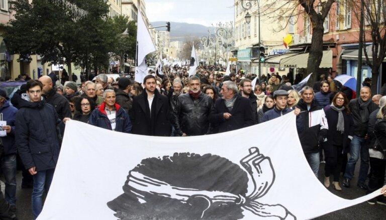 Foto: Korsikāņi masu demonstrācijās pieprasa autonomiju