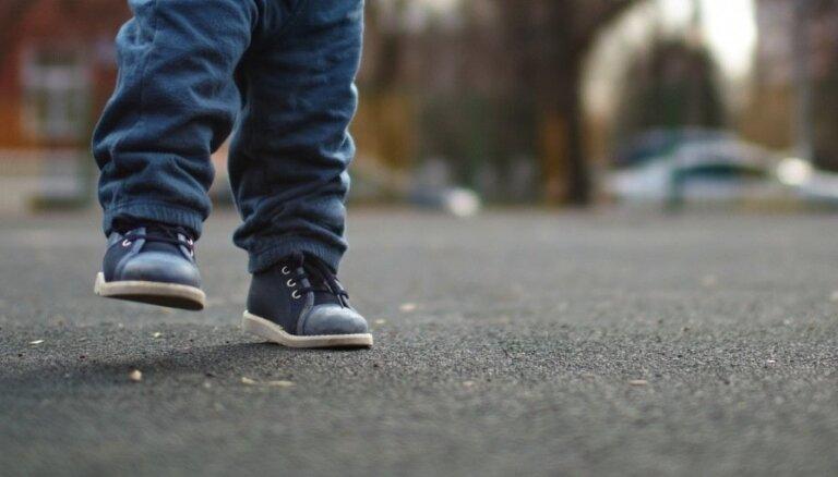 Jelgavā veiksmīgi atrasts no mājām aizgājis trīsgadnieks