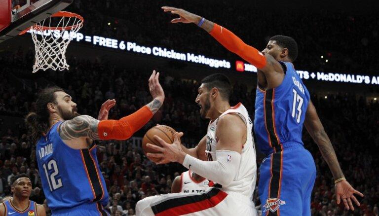 Favorīti izcīna uzvaras NBA izslēgšanas spēļu mačos