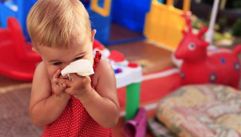 Bērnam divu gadu garumā nepārtraukti iesnas; speciālista komentārs