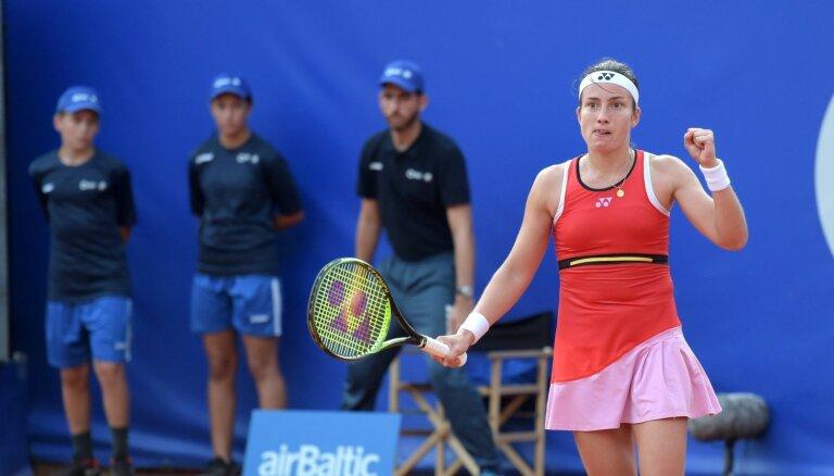 Latvijas tenisa diena Lielupē: Sevastovai cīņa par ceturto titulu, Ostapenko - dubultspēļu fināls