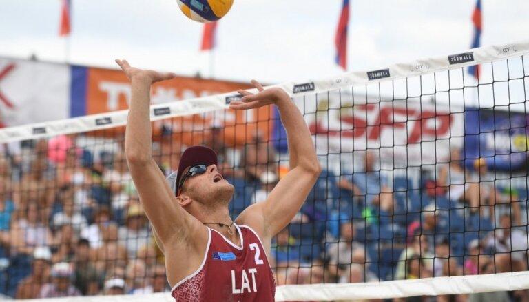 Pludmales volejbolisti Finsters/Solovejs nepārvar kvalifikāciju Ķīnā