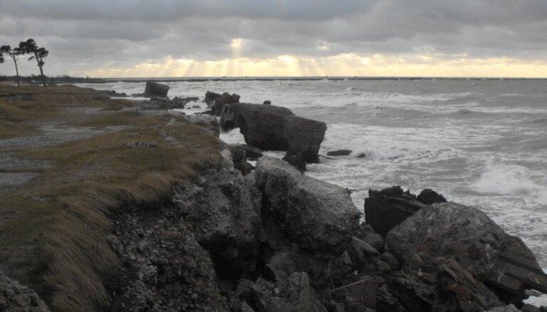 Gaidāmās vētras dēļ Ventspilī un Liepājā Jaungada svinības, iespējams, notiks bez salūta