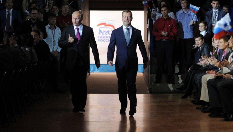 Путин и Медведев отложили обращения к народу