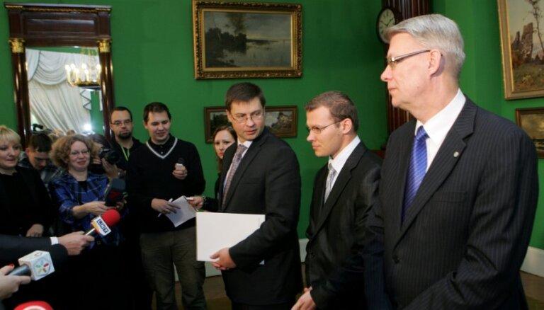 Домбровскис уверяет, что его коалиция все еще дееспособна