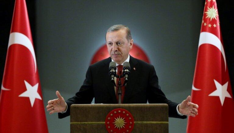 Pēc neveiksmīgā puča Erdogana popularitāte piedzīvo strauju kāpumu