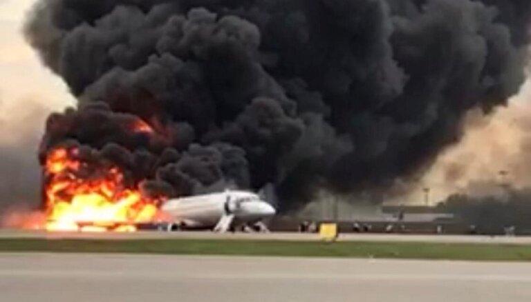 Traģiski avarējusī 'Superjet-100' Šeremetjevā atgriezās pēc zibens spēriena