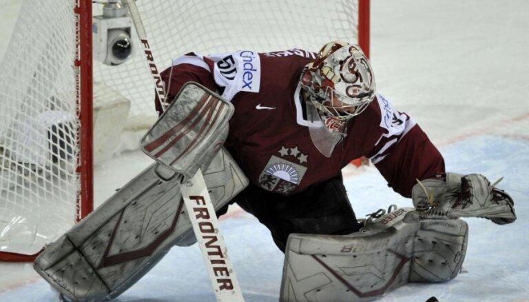 Latvijas hokeja izlase pret Franciju: vārtos Gudļevskis un mainīti uzbrucēju virknējumi