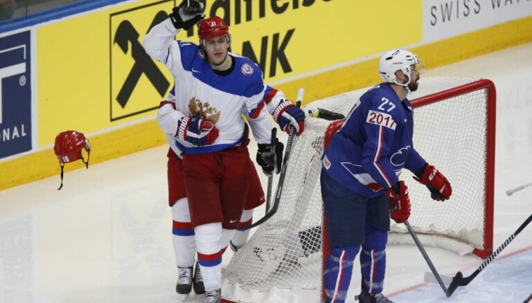Video: Krievija turpina uzvaru sēriju un iekļūst pusfinālā