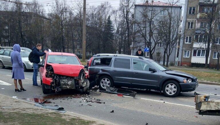 ФОТО: На улице Маскавас столкнулись пять машин