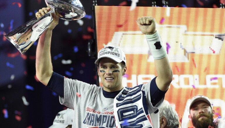 'Patriots' komanda uzvar prestižajā 'Super Bowl' izcīņā