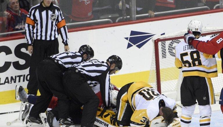 """ВИДЕО: Малкин травмировал своего вратаря, """"Питтсбург"""" был разгромлен"""