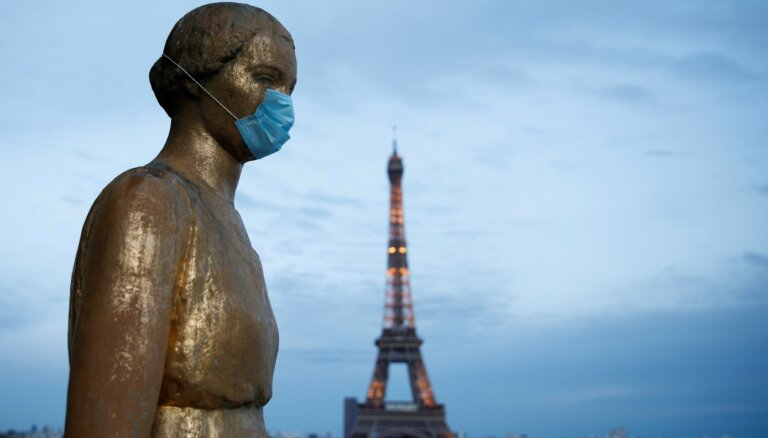 Хроника пандемии: Париж вводит обязательное ношение защитных масок на улице