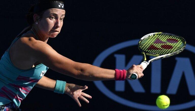 Sevastova Dubaijas WTA 'Premier' turnīra pirmās kārtas cīņā uzvar spēcīgo rumānieti Begu