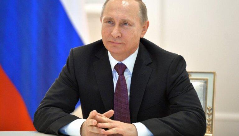 """ВИДЕО: Путин и Собчак в новой пародии на """"50 оттенков серого"""""""